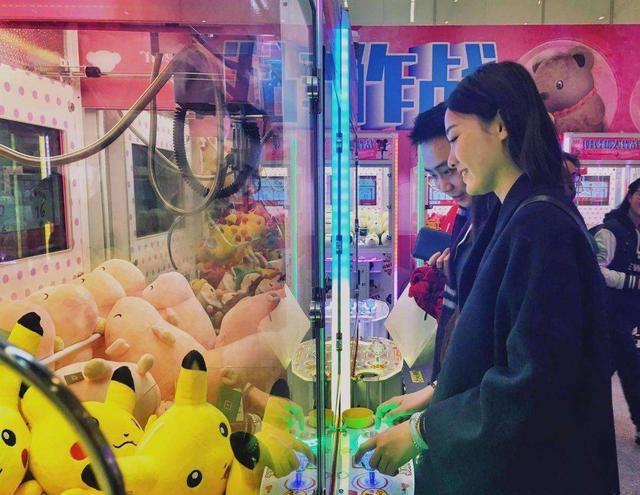 坤鹏论:从商场满眼看到抓娃娃机 看透24小时不间断赚钱的机器人-自媒体|坤鹏论