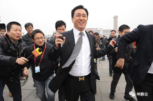 坤鹏论:1亿小目标的王健林被女人超越 每天财富涨10亿的许家印登顶-坤鹏论